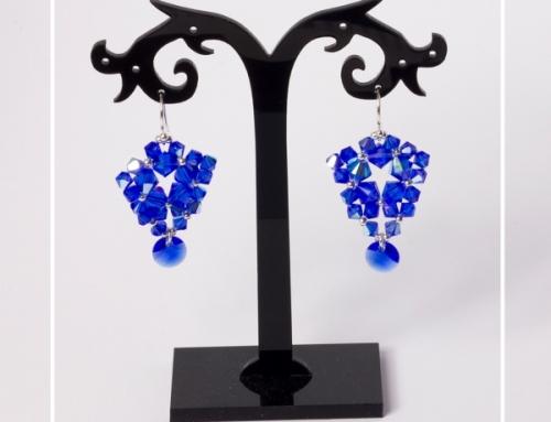 Majestatycznie niebieskie kolczyki z kryształków bicone Swarovski