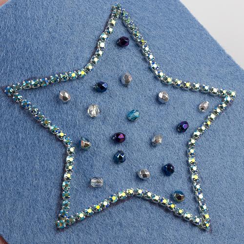 broszka z taśmą z kryształkami