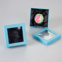 Błękitne pudełko z okienkiem 9x9cm