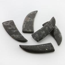 Jaspis kieł zawieszka 47mm