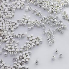 Metalowy koralik kosteczka 2,5mm