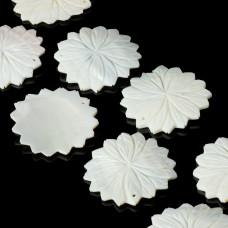 Masa perłowa zawieszka kwiat tłoczony biały 60mm
