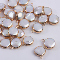 Zawieszka z perły naturalnej białej w złotym okuciu 13mm