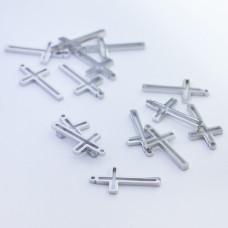 Mini zawieszka ze stali chirurgicznej krzyżyk wycięty 13mm srebrna