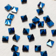5061 Square spike bead metallic blue 7.5mm