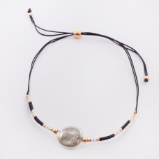 Bransoletka ze sztuczną perłą na sznureczku z koralikami Miyuki czarna