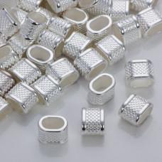 Przekładka w kropeczki do rzemieni w srebrnym kolorze 14,5x10,5mm