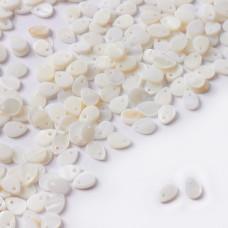 Zawieszka z masy perłowej łezka biały 6x9mm