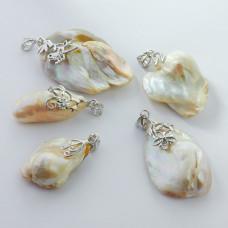 Zawieszka z perły naturalnej białej w srebrnej krawatce 25-36mm