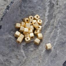 Srebrna satynowa kosteczka Ag925 pozłacana 4mm