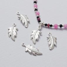 Zawieszka srebrna piórko srebrny 18 mm