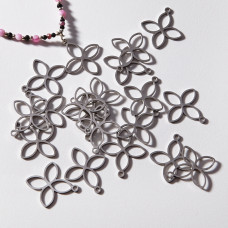 Zawieszka ze stali chirurgicznej czterolistny kwiatek 22,3mm