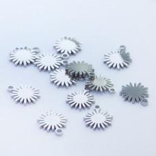 Mini zawieszka ze stali chirurgicznej słoneczko 5,5mm srebrna