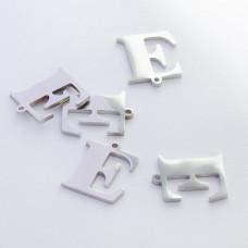 Zawieszka ze stali szlachetnej literka E srebrna 13,8mm