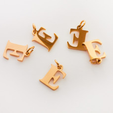 Zawieszka ze stali chirurgicznej literka E złota 8mm